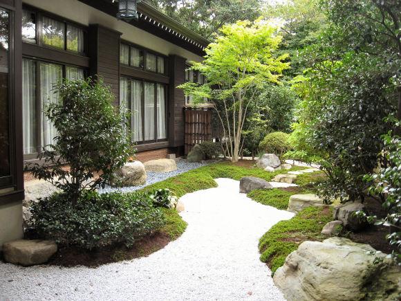 神崎寺中庭