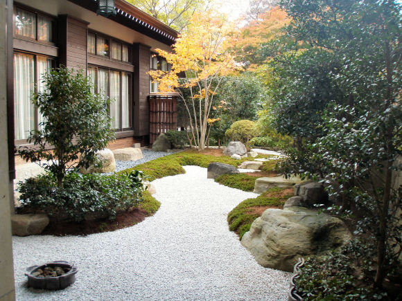 神崎寺さんの中庭